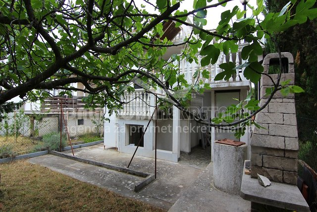 Privlaka kod Zadra, kuća s tri stana