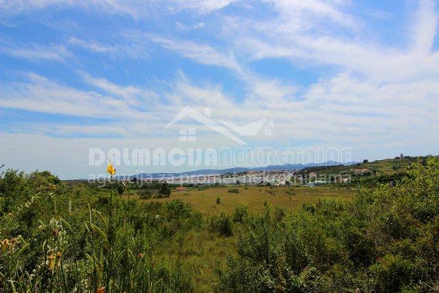 Zadar, Crno, građevinsko zemljište, 700 m2