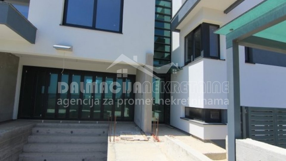 House, 270 m2, For Sale, Privlaka