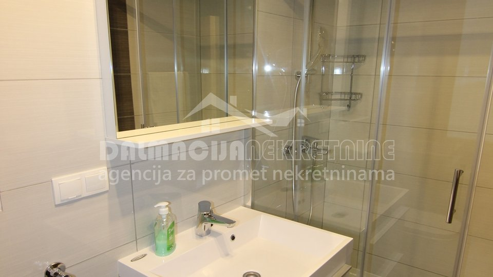House, 700 m2, For Sale, Privlaka